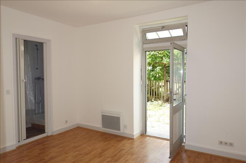 Rental apartment St cyr l ecole 770€ CC - Picture 1