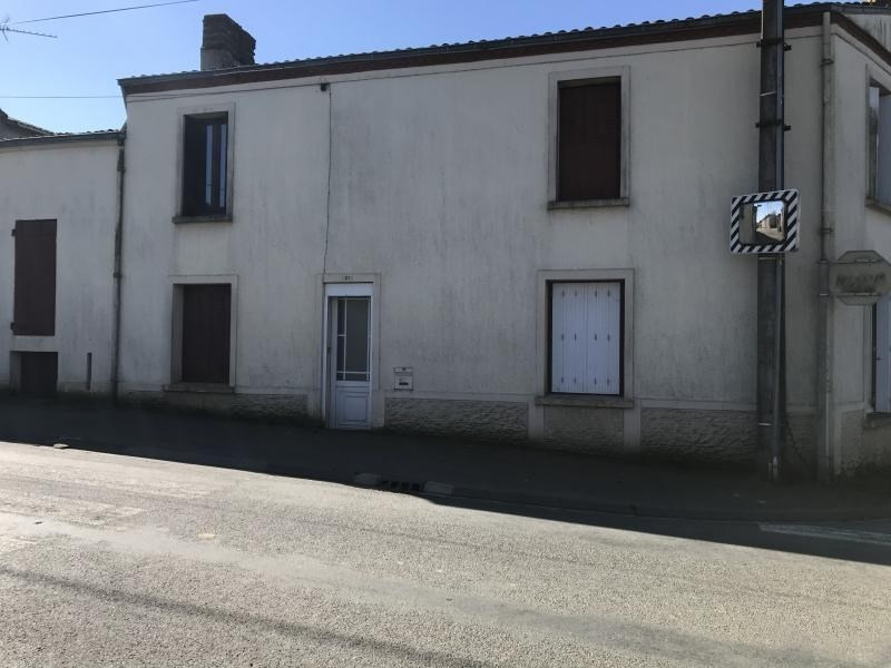 Sale house / villa Le fief sauvin 54820€ - Picture 1