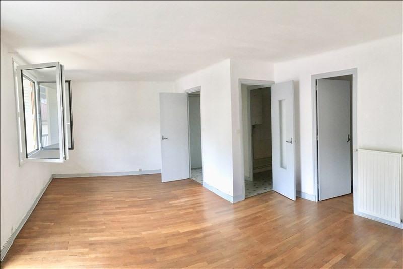 Rental apartment Charbonnieres les bains 690€ CC - Picture 3