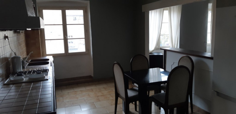 Rental apartment Lambesc 750€ CC - Picture 6