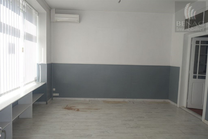 Location local commercial Realmont 370€ CC - Photo 3