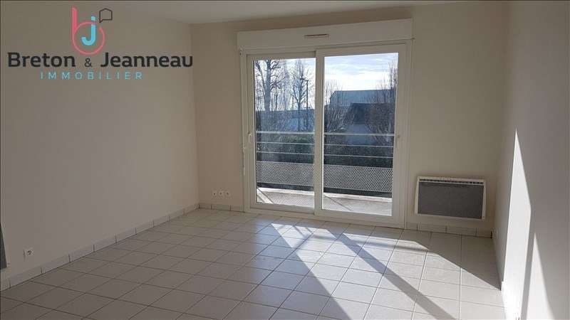 Location appartement Le bourgneuf la foret 386€ CC - Photo 2