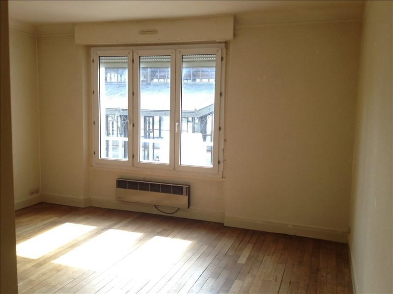 Rental apartment Vendome 440€ CC - Picture 1