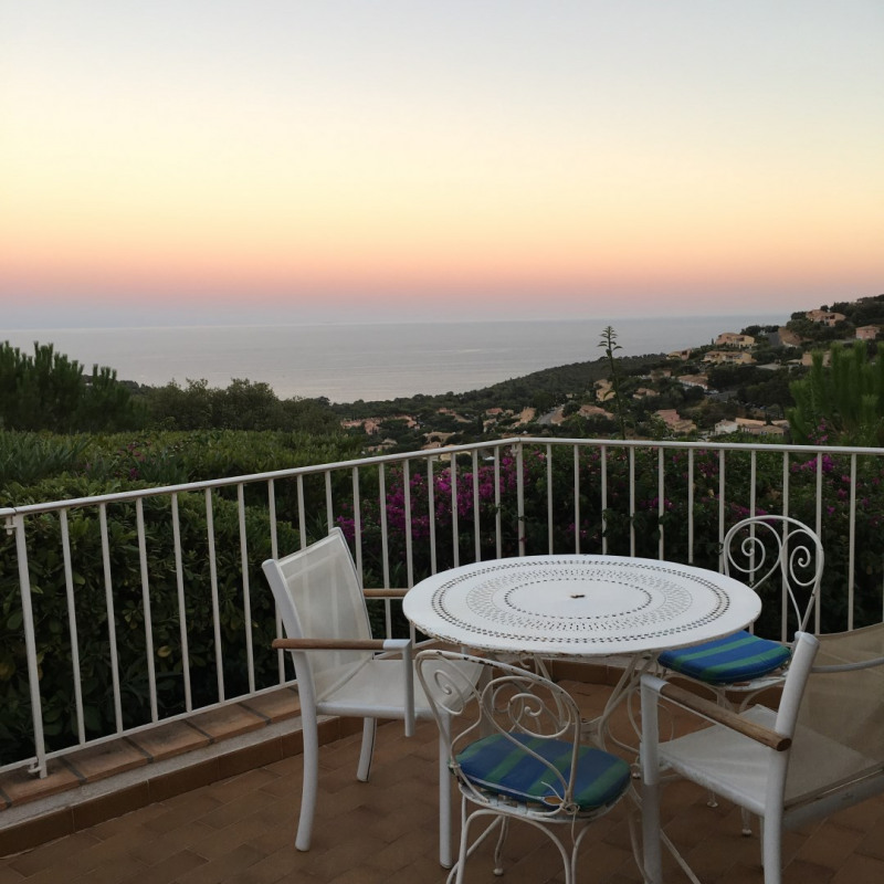 Vacation rental house / villa Cavalaire sur mer 2 000€ - Picture 3