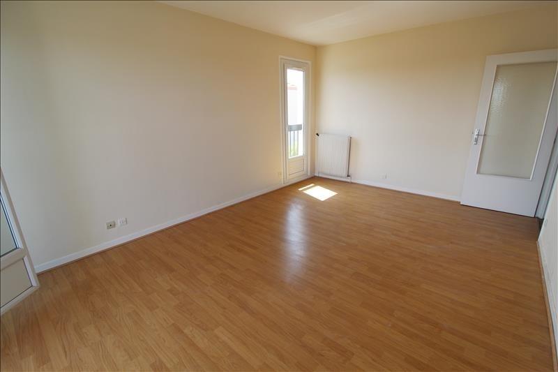 Location appartement Elancourt 799€ CC - Photo 2