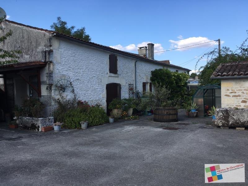 Sale house / villa Cherves richemont 267500€ - Picture 1
