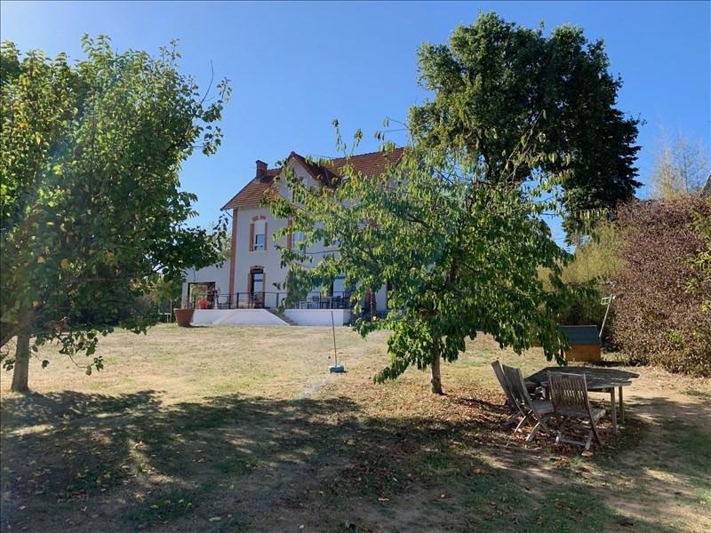 Deluxe sale house / villa Riorges 572000€ - Picture 1