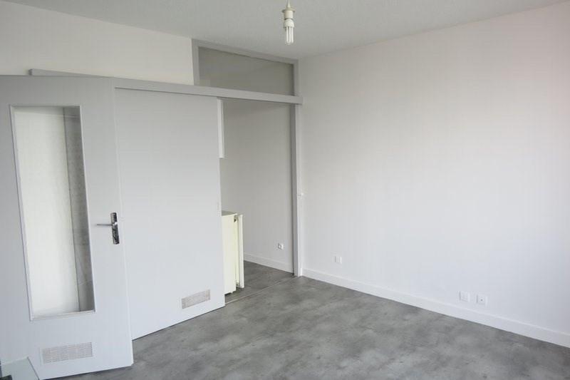 Rental apartment St lo 340€ CC - Picture 3
