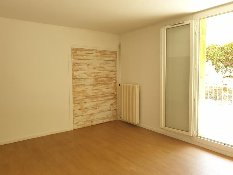Rental apartment Aix en provence 895€ CC - Picture 3