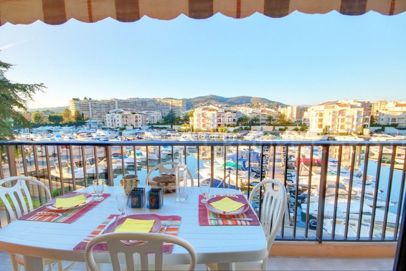 CLOSE TO THE SEA AND FACILITIES - VAST 1 BEDROOM APARTMENT IN A VERY SOUGHT AFTER RESIDENCE