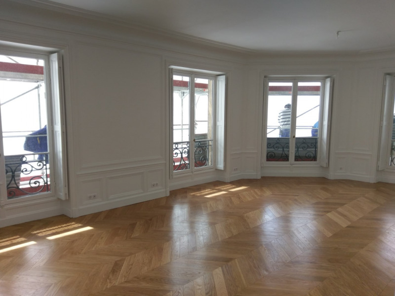 Rental apartment Paris 7ème 5 900€ CC - Picture 1