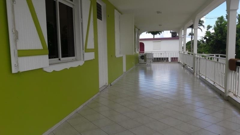 Rental house / villa Ste anne 1 500€ CC - Picture 1