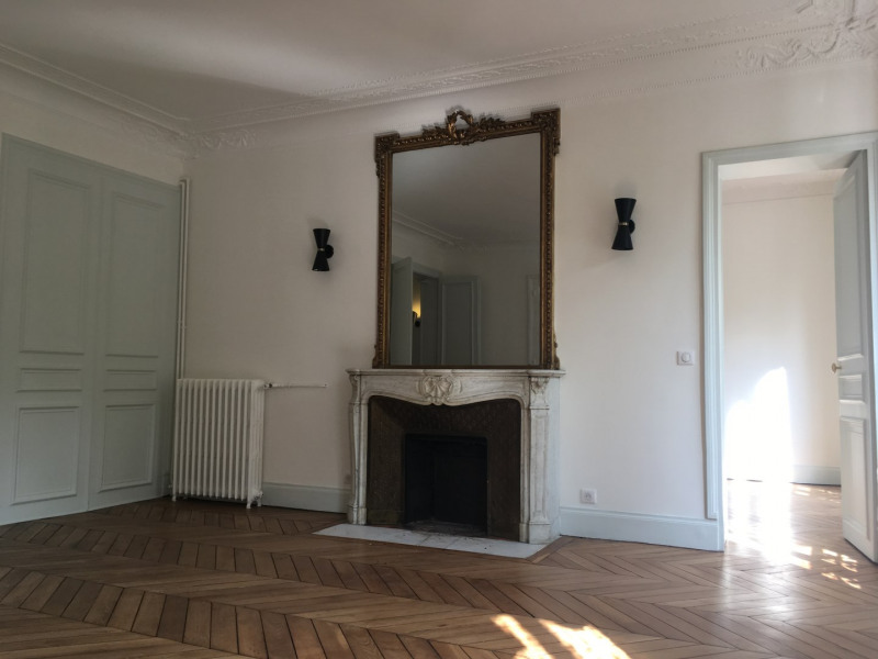Rental apartment Paris 11ème 2 410€ CC - Picture 3