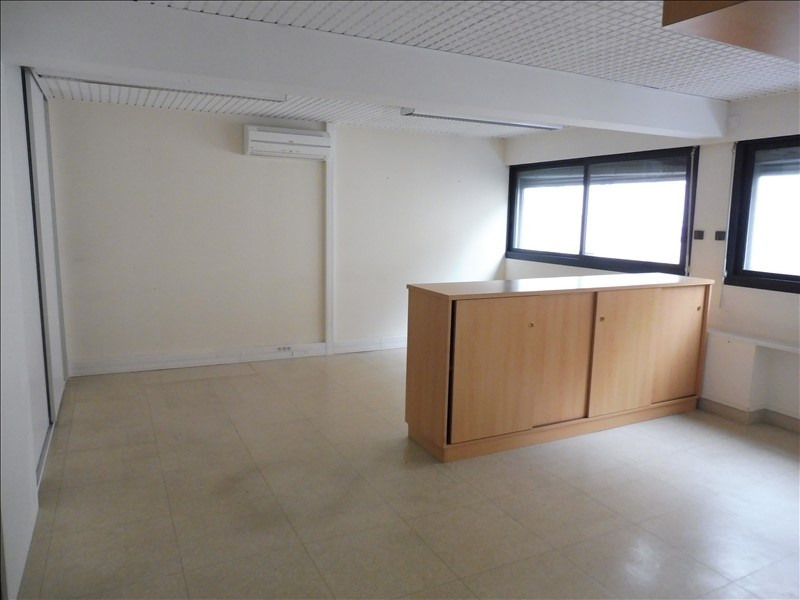 Location local commercial La roche sur yon 2 750€ HT/HC - Photo 2