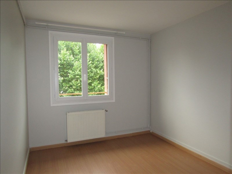 Location appartement Le mesnil le roi 785€ CC - Photo 4