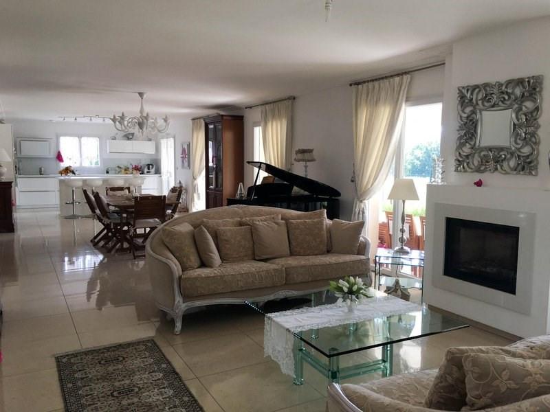 Deluxe sale house / villa Morancé 745000€ - Picture 3