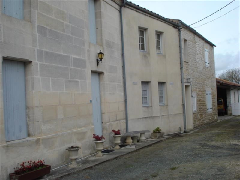 Sale house / villa Bords 148 500€ - Picture 1
