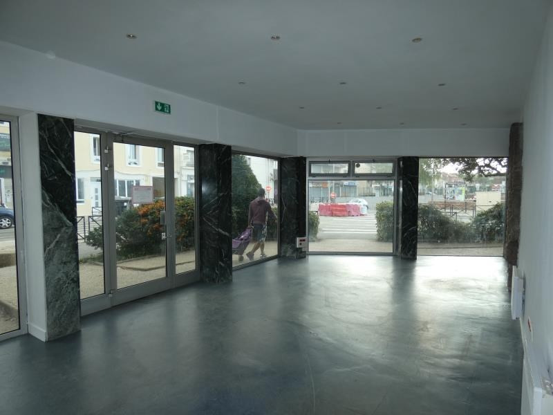 Location local commercial Persan 1 332€ HT/HC - Photo 2