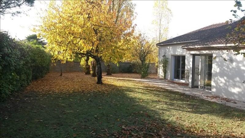 Location maison / villa Vouille 802€ CC - Photo 1