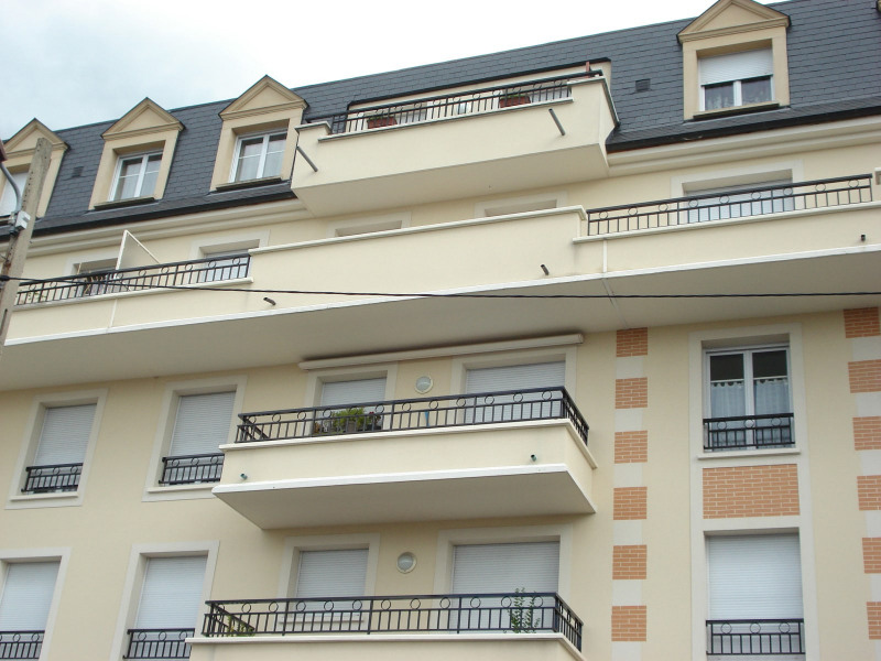 Location appartement Livry-gargan 865€ CC - Photo 1
