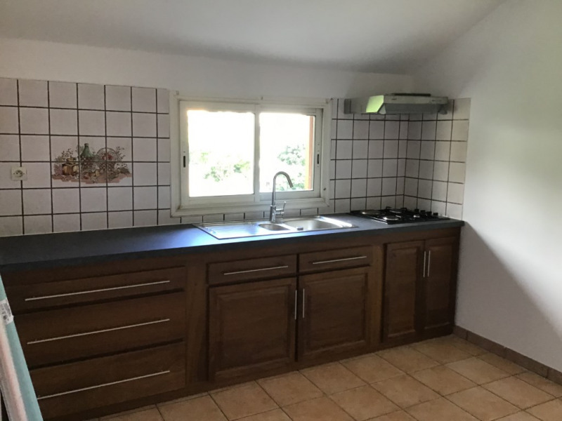 Location appartement Saint gilles les hauts 830€ CC - Photo 2
