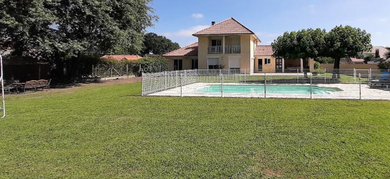 Sale house / villa Buros 440000€ - Picture 1