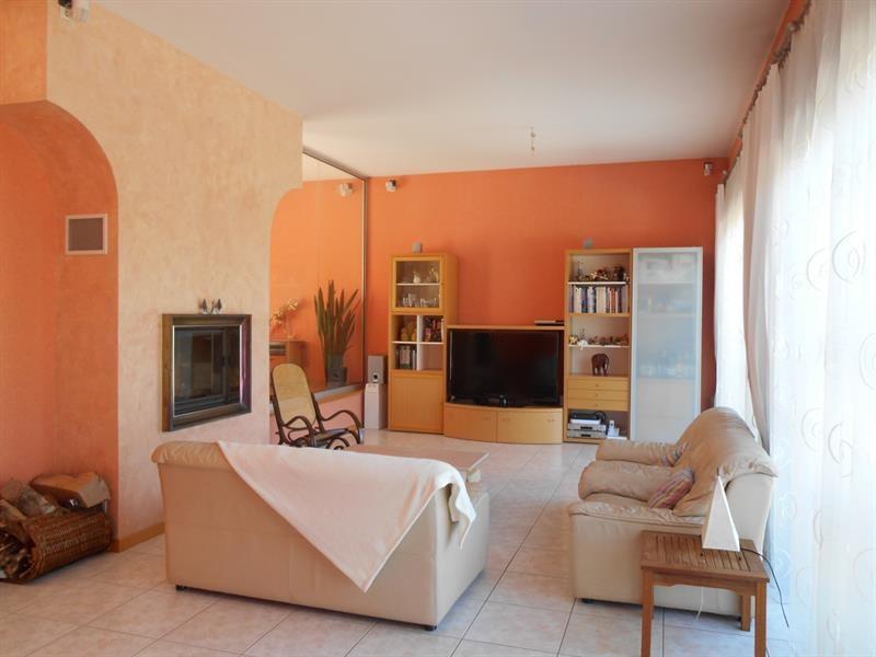 Sale house / villa Lons-le-saunier 440000€ - Picture 4
