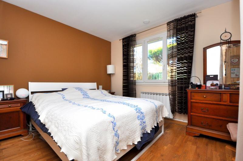 Sale house / villa Forges les bains 385000€ - Picture 5