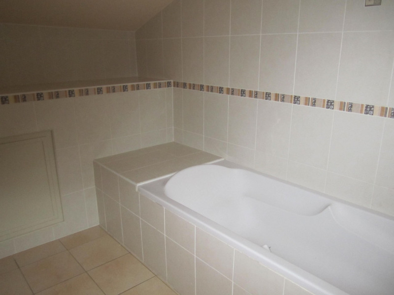 Location maison / villa Mortiers 615€ CC - Photo 9