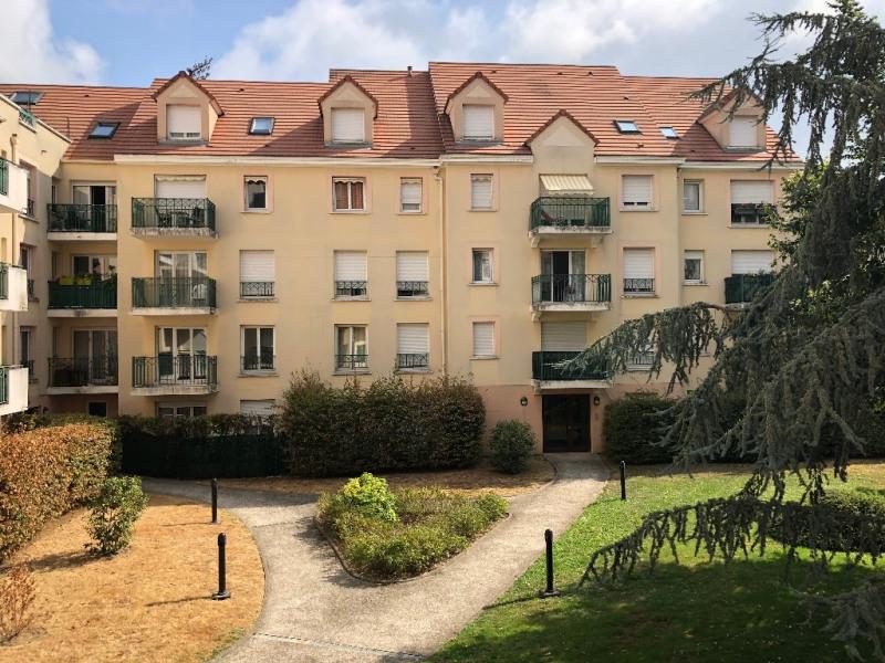 Rental apartment Poissy 997€ CC - Picture 1