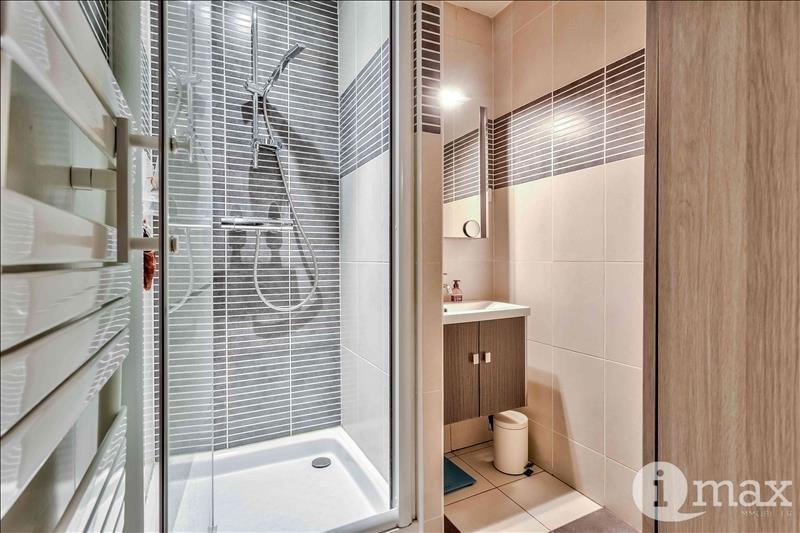 Sale apartment Courbevoie 700000€ - Picture 8