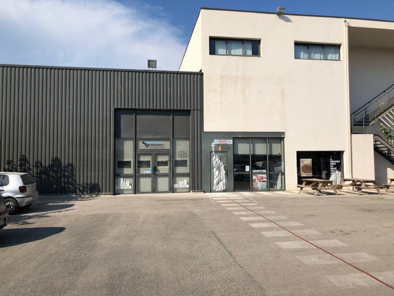 Location local commercial Six-fours-les-plages 3 000€ +CH - Photo 1