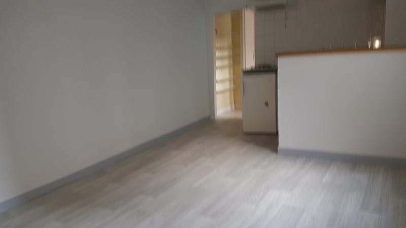 Rental apartment Laval 325€ CC - Picture 4