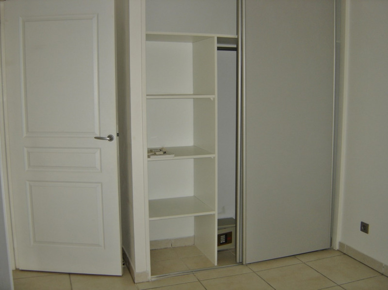 Rental apartment Saint denis 610€ CC - Picture 8