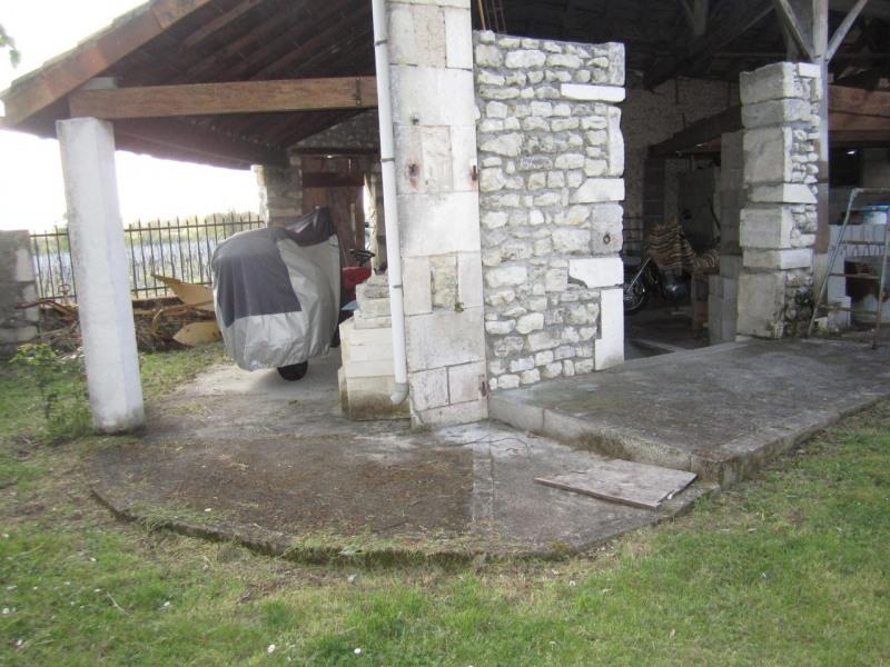 Sale house / villa Criteuil-la-magdeleine 254000€ - Picture 3