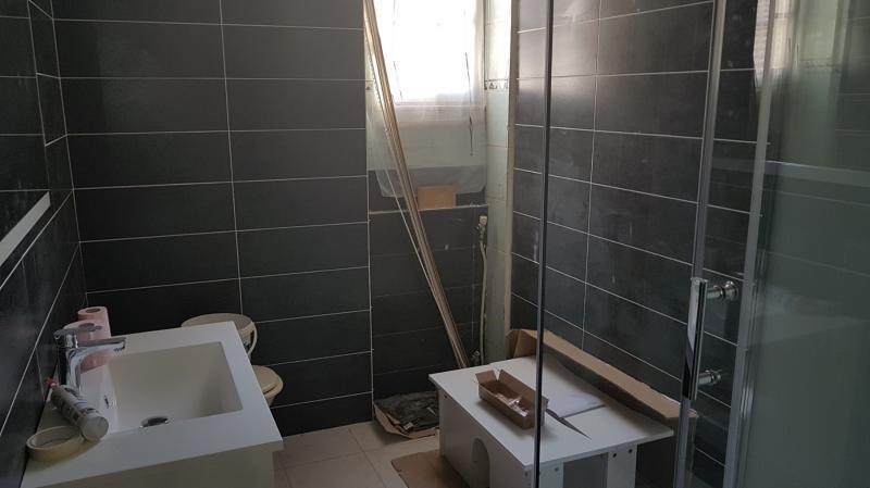 Sale apartment Lyon 8ème 111000€ - Picture 2