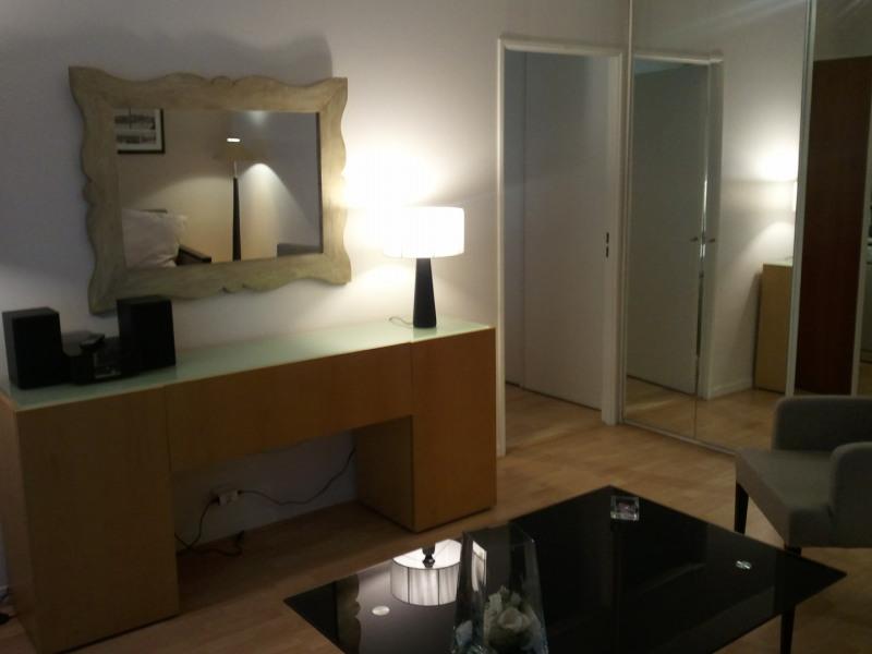 Rental apartment Paris 16ème 1675€ CC - Picture 1