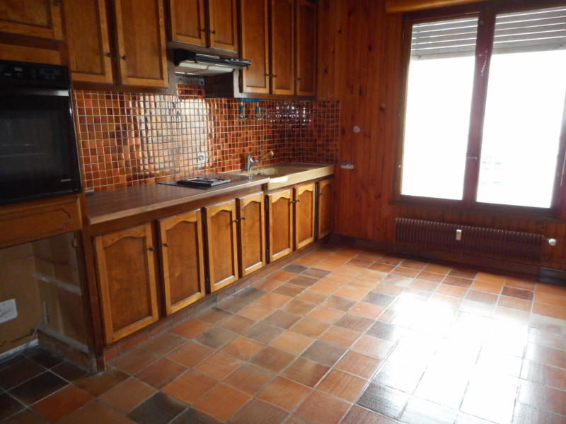 Sale apartment Lons-le-saunier 115000€ - Picture 2