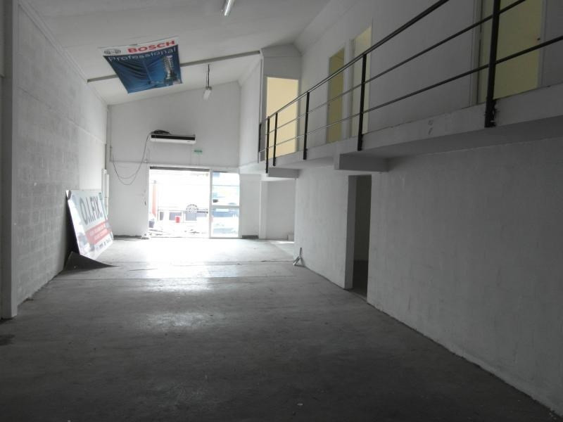 Location local commercial Ste clotilde 3 750€ HT/HC - Photo 1
