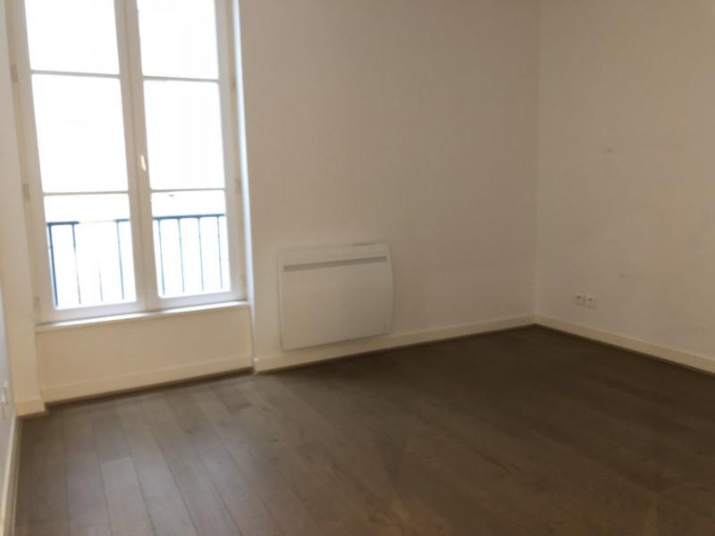 Rental apartment Paris 2ème 2326€ CC - Picture 7