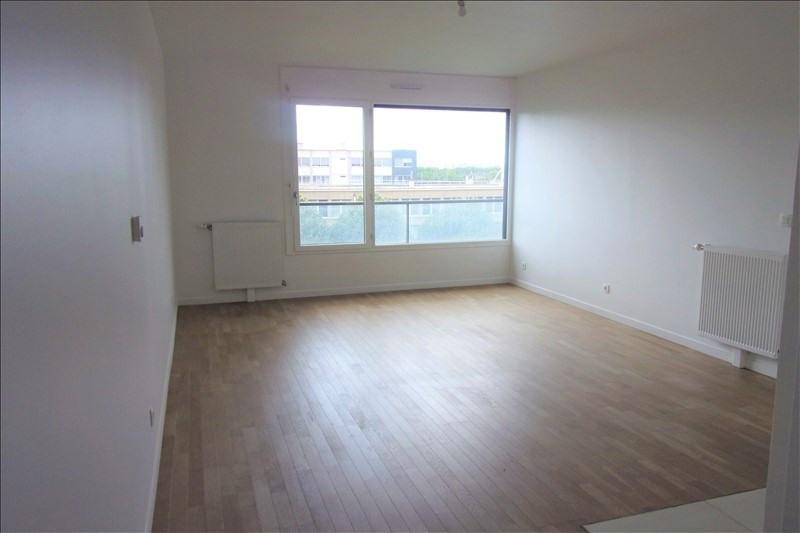 Location appartement La plaine st denis 978€ CC - Photo 1