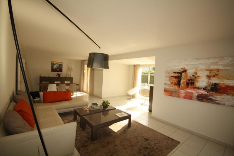 Deluxe sale house / villa Antibes 1 200 000€ - Picture 2