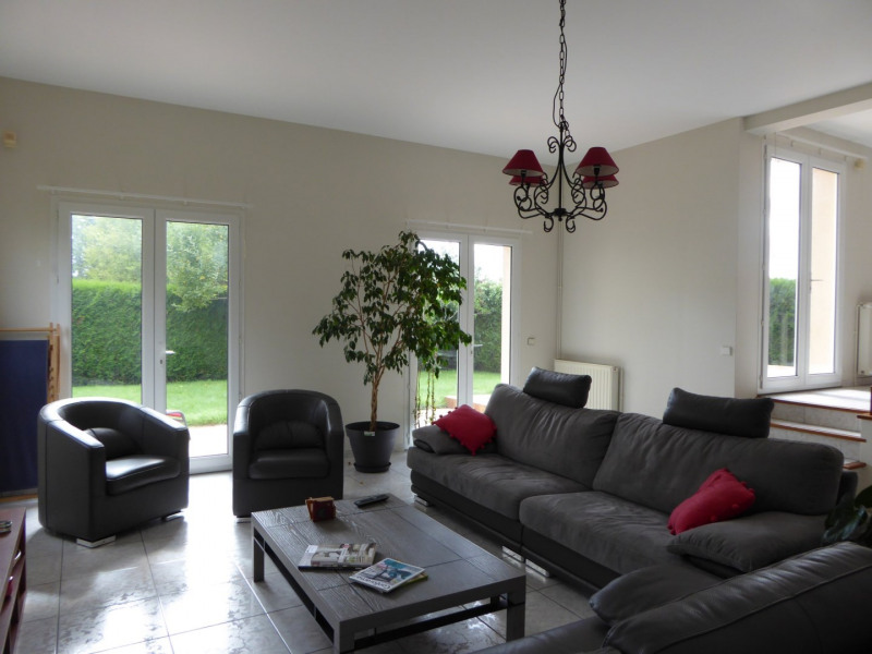 Rental house / villa Maurepas 1900€ CC - Picture 1