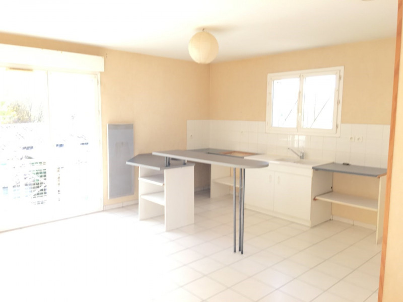 Rental apartment Saint andre de cubzac 584€ CC - Picture 2