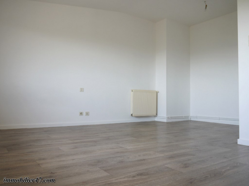 Rental apartment Montpezat 315€ CC - Picture 5