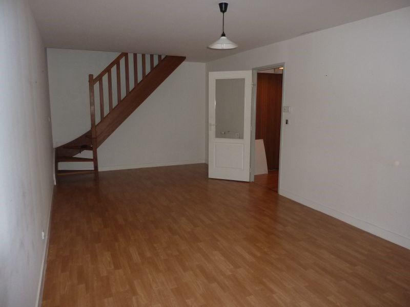Rental apartment Pontivy 427€ CC - Picture 1