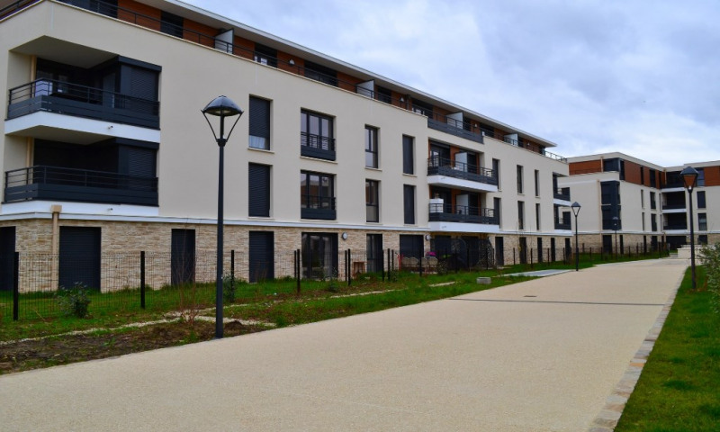 Location appartement Plaisir 800€ CC - Photo 1