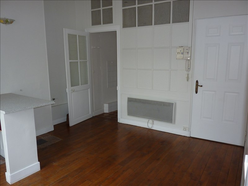 Rental apartment Vendome 395€ CC - Picture 2