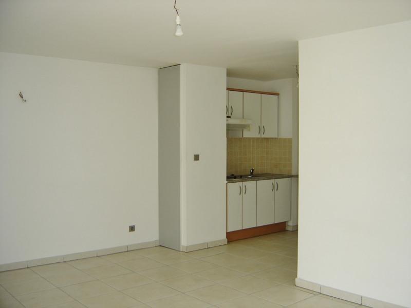 Rental apartment Saint denis 610€ CC - Picture 2