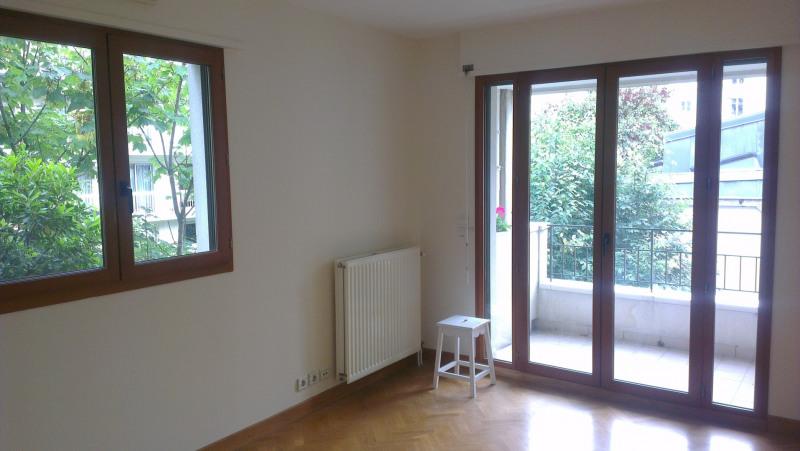 Rental apartment Paris 15ème 2850€ CC - Picture 2